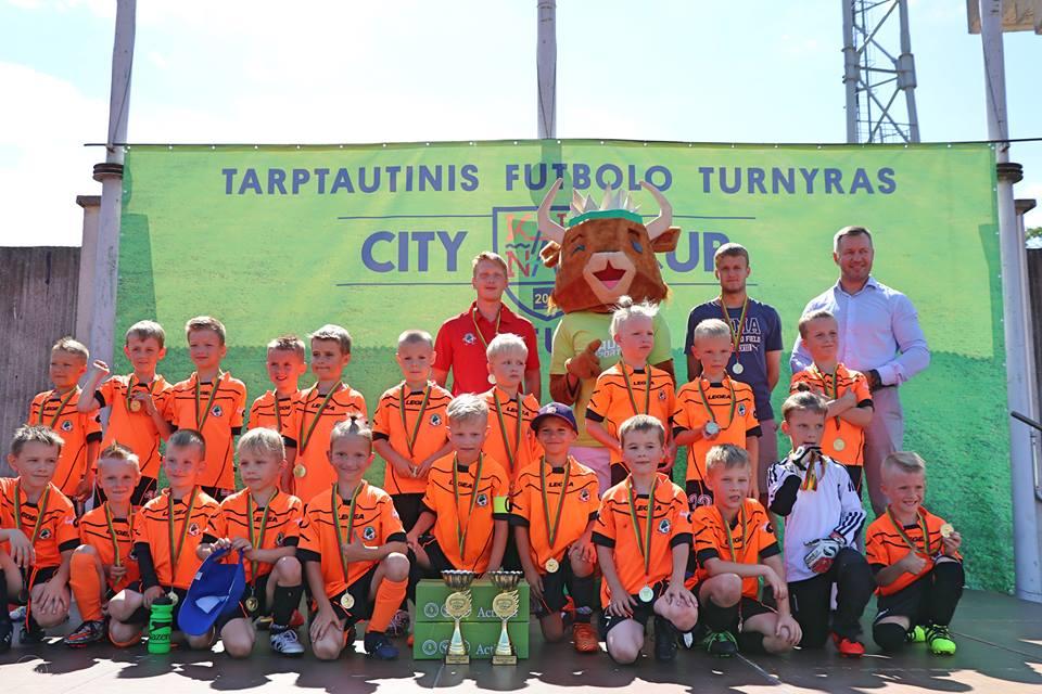 """""""Kaunas City Cup"""" futbolo turnyre čempionai ir prizininkai 2011 – 2012m. amžiaus grupė"""